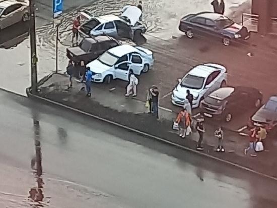 В Курске ливень затопил улицу Серегина