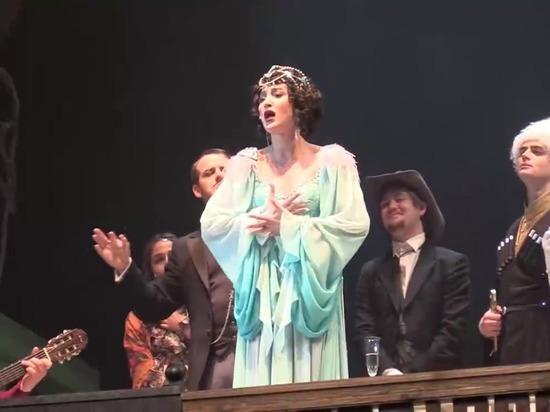 Ольгу Бузову в спектакле МХАТа о Сталине встретили овациями и хохотом