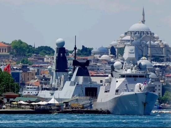 Боевые корабли Британии и Нидерландов приготовились войти в Черное море