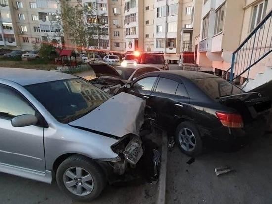 Пьяная автоледи устроила массовое ДТП в одном из дворов Якутска