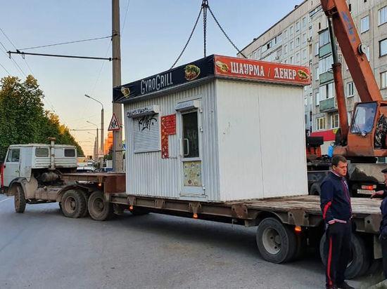 Незаконный ларек с шаурмой демонтировали в Кемерове