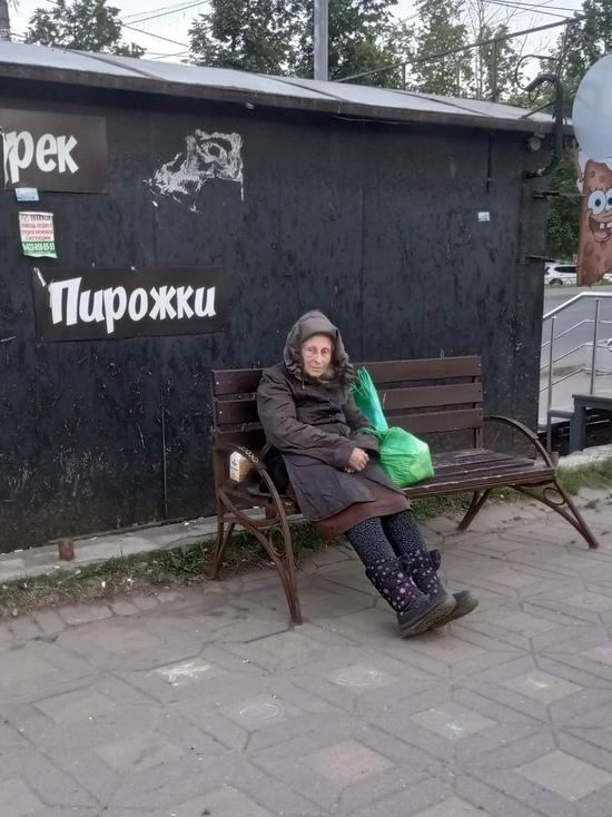 В центре Кирова женщина полгода живет на улице