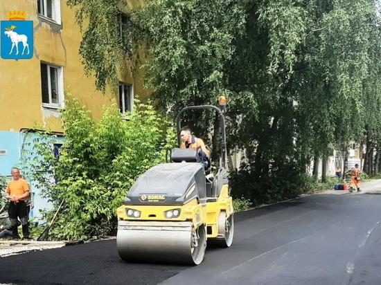 В Йошкар-Оле на улице Советской обновляются тротуары