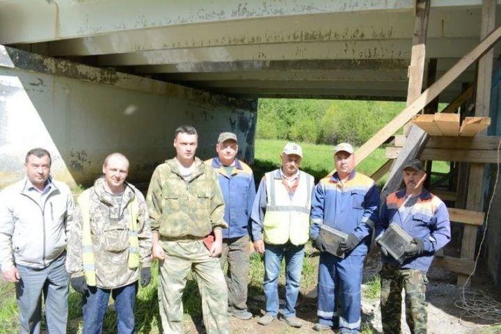 Костромские технологии: в Мантурове мост через реку Янга отремонтировали при помощи домкратов