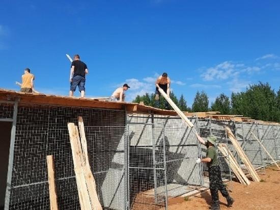 Псковские конвоиры помогли со строительством нового зооприюта