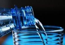 Просроченную воду продавал предприниматель в Плюсском районе
