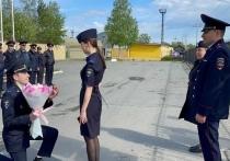 В Югре полицейский сделал предложение своей коллеге на утреннем построении