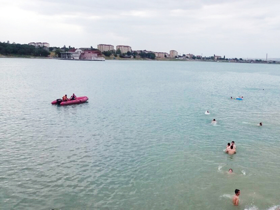 Водный трамвай запускают на Грозненском море в Чечне