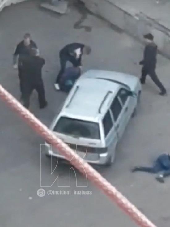 Кемеровчане сняли на видео массовое избиение у ночного клуба
