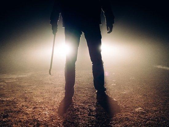Из-за чего мужчина до смерти забил свою девушку в псковской деревне