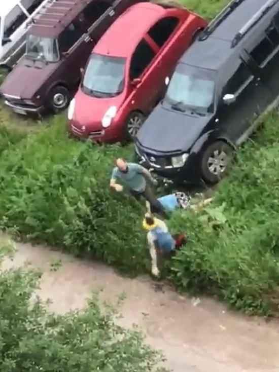 В Твери возле жилого дома дрались шесть человек