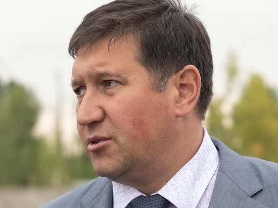 Алтайские следователи задержали за взятку экс-министра транспорта