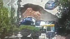 Поглощающая машины яма в Иерусалиме попала на видео