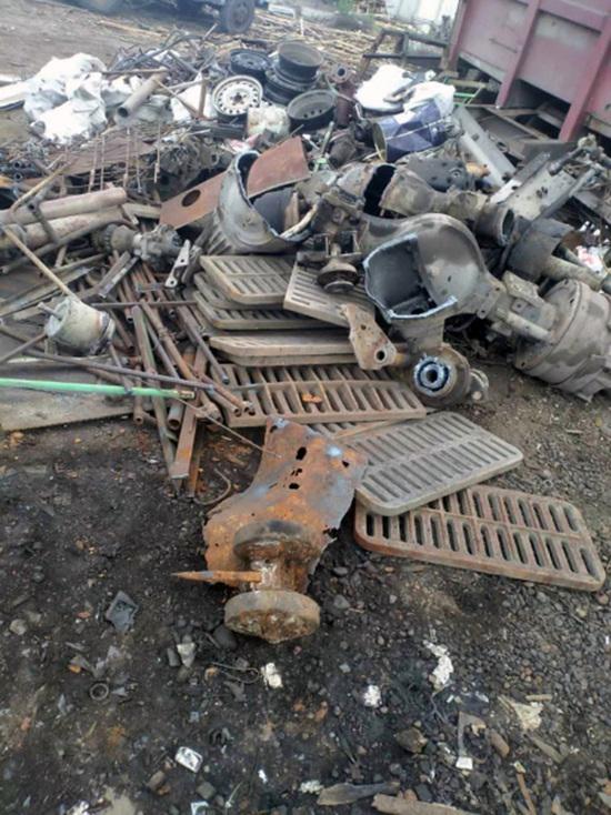 Похитителям люков с ул. Дудинской в Красноярске грозит до 5 лет