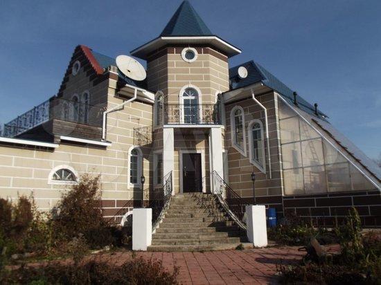 Замок на берегу Томи с парком из кедров продают под Кемеровом