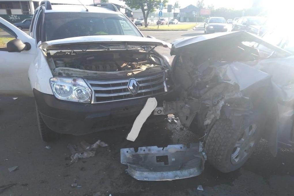 В Костроме две автоледи устроили крупную аварию