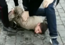 Акционист Павел Крисевич стрелял на Красной площади холостыми патронами – дважды в воздух, а после себе в голову, но намеренно промахнулся
