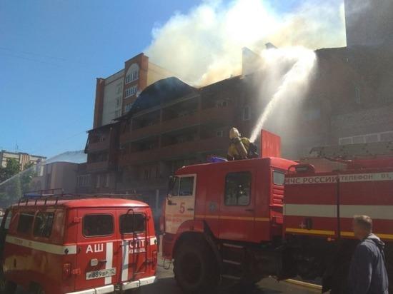На улице Пролетарской Йошкар-Олы горит четырехэтажный дом