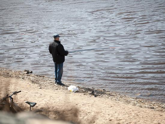 Двух браконьеров поймали на озере в Псковской области
