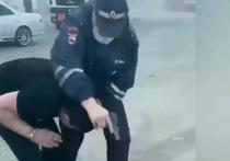 28 мая на трассе в районе поселка Мошково в новосибирской области инспектор ДПС Александр Гусев случайным выстрелом убил 19-летнего Векилу Абдуллаева