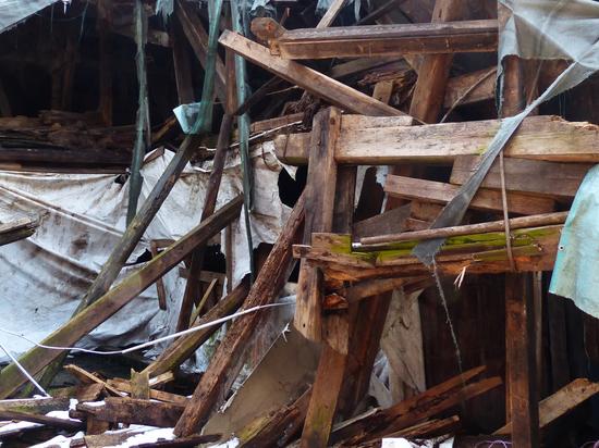 В Петербурге в доме на улице Достоевского обрушился потолок