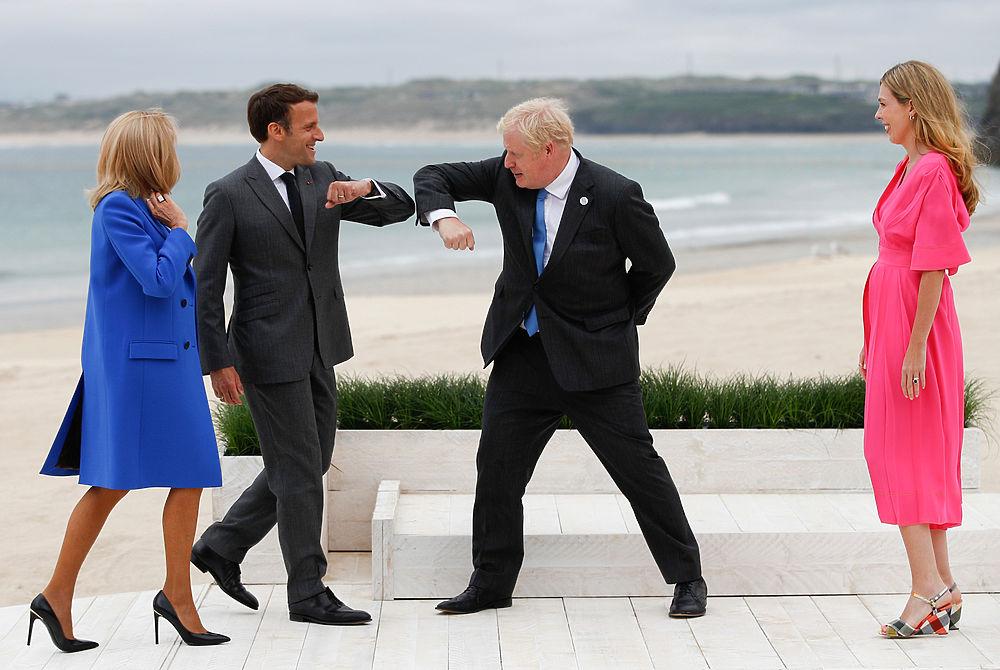 Лидеры G7 поздоровались локтями: Байден, Макрон, Джонсон и другие