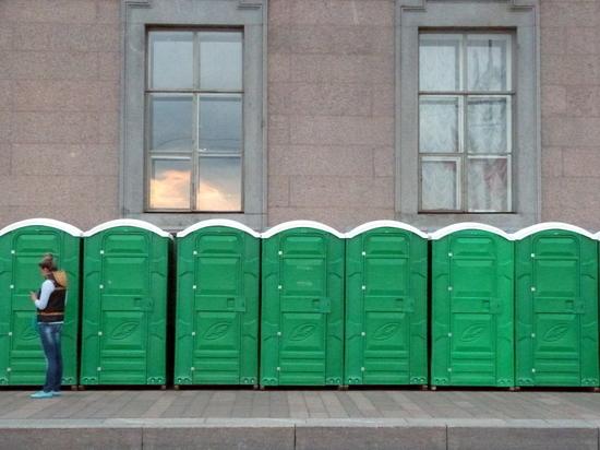 На улицах Петербурга установили дополнительные туалеты к Евро-2020