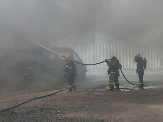 В Коле во время пожара обрушилась кровля строения photo