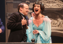 Если из театрального выхода Ольги Бузовой на сцену МХАТа хотели извлечь как можно больше шума, то все участники этой затеи могут открывать шампанское за бешеный успех
