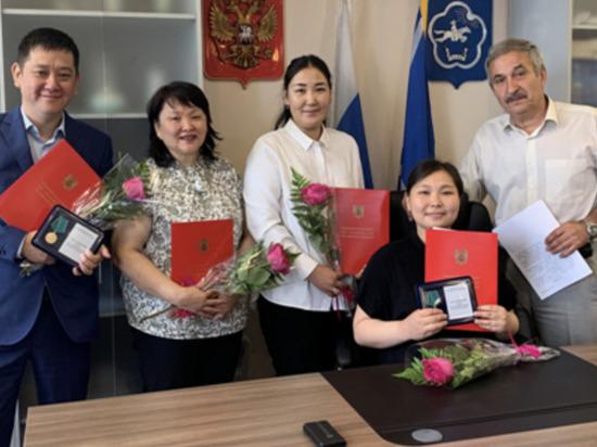 Госслужащим Управления Судебного департамента в Туве вручены награды