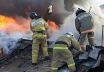 Бесхозное строение сгорело в Печорах на улице Ленина