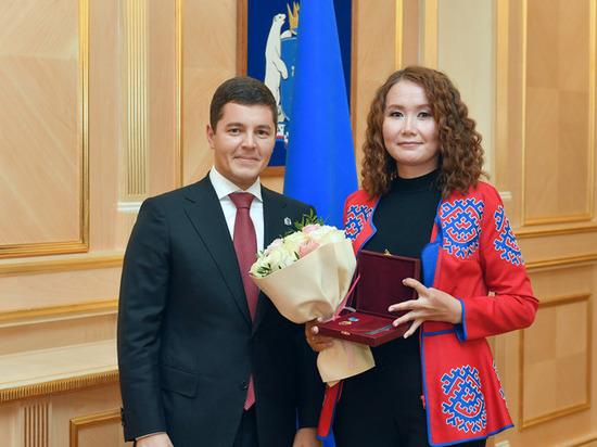 Дмитрий Артюхов вручил северянам награды за вклад в развитие ЯНАО