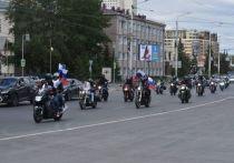 К Дню России в Омске байкеры провели праздничный мотопробег