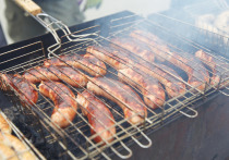 Шеф-повара приготовили колбаски для сахалинцев