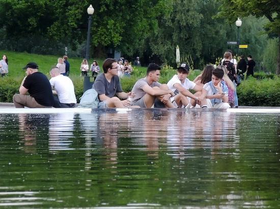 В Кремле прокомментировали возможность продления выходных во всей России