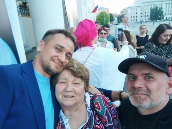Вчера вечером в драматическом театре в Кирове состоялся бенефис заслуженной артистки России Галины Мельник «Наш полет» (16+)