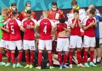 Во время матча сборных Дании и Финляндии на чемпионате Европы игрок датской команды Кристиан Эриксен внезапно рухнул на газон без сознания. Миллионы людей в прямом эфире по всему миру смотрели, как футболиста пытаются спасти. Эта драма всколыхнула интернет.