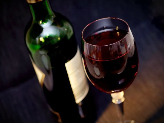 Об опасных и запрещенных сочетаниях вина и еды рассказала гастроэнтеролог «СМ-клиники в Петербурге Анна Денисова