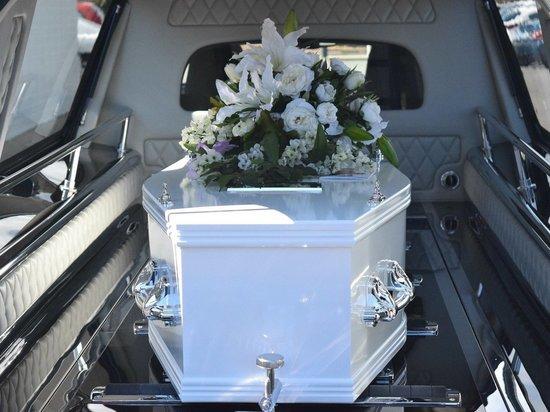 Женщина опубликовала в газете список гостей для собственных похорон