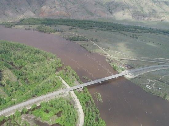 В Туве открыто движение по автомобильному мосту через Малый Енисей