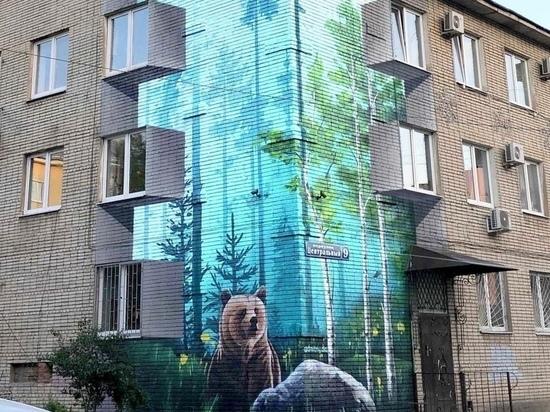 На углу здания администрации в Туле появился медведь