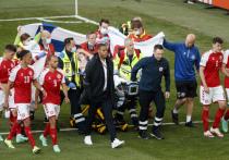 После того, как во время матча с Финляндией у игрока сборной Дании Кристиана Эриксена остановилось сердце прямо на поле и его увезли в госпиталь, УЕФА предложил команде выбор: возобновить игру в тот же день или в воскресенье, в 12.00. Датчане выбрали доиграть в субботу, но уже на следующий день главный тренер сборной Каспер Юльманн пожалел о таком решении. В Дании считают неправильным заставлять футболистов делать такой выбор. «МК-Спорт» рассказывает подробности.