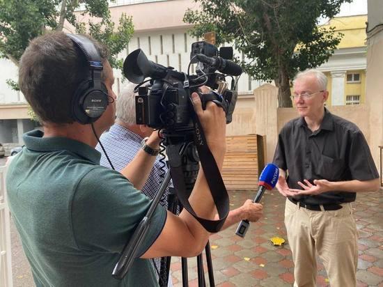 Депутат ГД Олег Шеин нашел тех, кому щедро платит астраханский бюджет