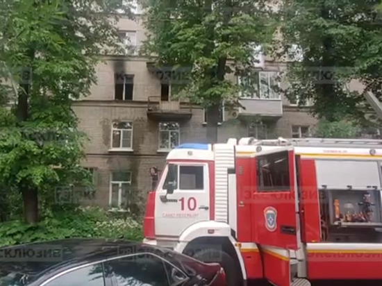 Из-за пожара в Петроградском районе погиб живший в соседней квартире мужчина