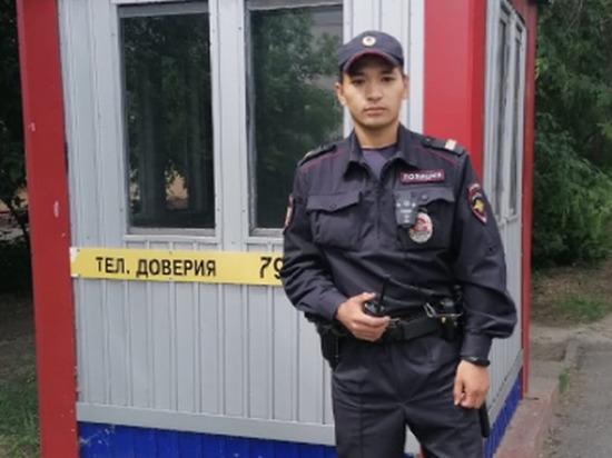 Омский постовой сходил в магазин и заодно поймал грабителя
