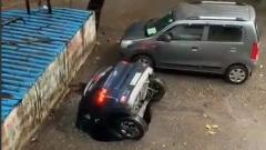 """Автомобиль """"растворился"""" на глазах изумленных очевидцев: видео"""