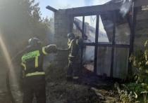 В Челябинске на одной улице загорелись три частных дома