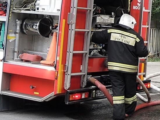 Двое пожарных пострадали на пожаре в Москве