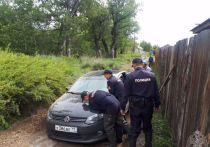 Росгвардейцы Тувы вызволили из грязи иномарку жителя Кызыла
