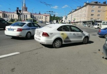 Водитель такси перевозил ребенка без детского автокресла в Петрозаводске
